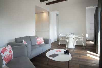 Bright renovated apartment in Eixample near Passeig de Gracia
